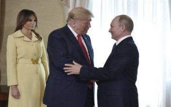 Το τρομαγμένο βλέμμα της Μελάνια μετά τη χειραψία με τον Πούτιν