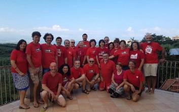 Χιλιάδες Ιταλοί φορούν κόκκινα μπλουζάκια σε ένδειξη αλληλεγγύης προς τους μετανάστες