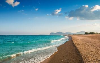 Η εκπληκτική ακτή στο νησί των Ιπποτών