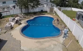 Time lapse βίντεο δείχνει την κατασκευή μιας πισίνας