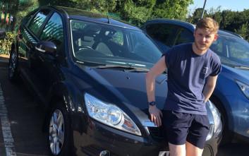 Τραγουδιστής αγόρασε σε φαν του αυτοκίνητο για να μπορεί να ακούει τη μουσική του