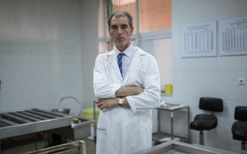 Έλληνας ιατροδικαστής αναζητά την ταυτότητα των αγνοούμενων του Έβρου