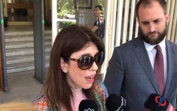 Η συγκίνηση και η χαρά της Άβας Γαλανοπούλου έξω από το δικαστήριο