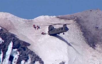 Η εντυπωσιακή κίνηση πιλότου ελικοπτέρου για τη διάσωση ορειβάτη
