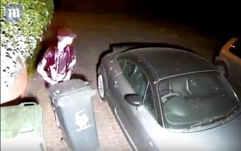 Ο κλέφτης προτίμησε τους κάδους σκουπιδιών από το αυτοκίνητο