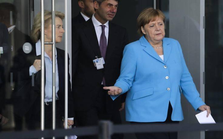 Δεν επιβεβαιώνει η Μέρκελ τα περί απειλών Τραμπ για αποχώρηση από το ΝΑΤΟ