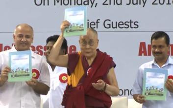 Ο Δαλάι Λάμα πηγαίνει στα σχολεία στο Νέο Δελχί