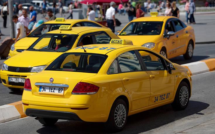 Ταξιτζής στην Τουρκία σέρνει γυναίκα από τα πόδια για να την βγάλει από το αμάξι