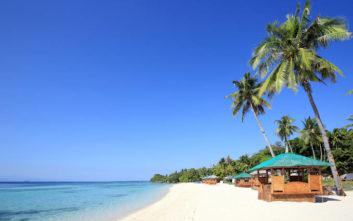 Ατελείωτες χρυσές παραλίες στο Σεμπού