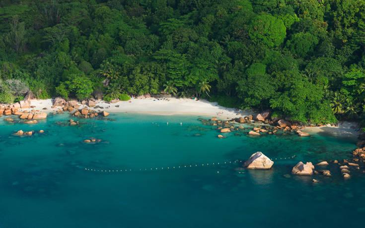 Στο νησί Πράλεν βρίσκεται μία από τις πιο όμορφες παραλίες στη γη