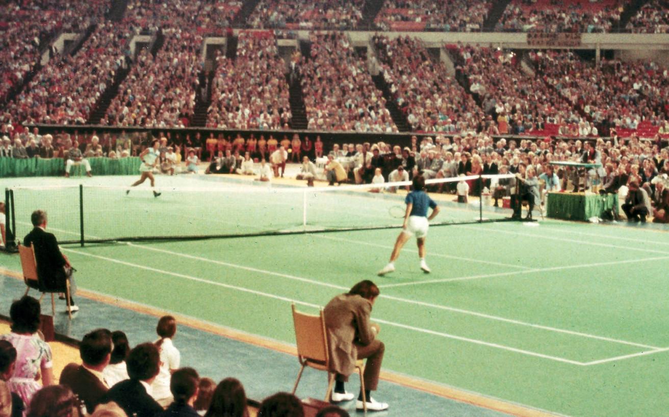 Η μεγάλη «μάχη των φύλων» έγινε μέσα σε ένα γήπεδο τένις μπροστά σε 30.000 θεατές