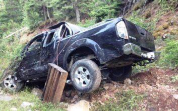Αυτοκίνητο με τρεις επιβάτες έπεσε σε γκρεμό 50 μέτρων