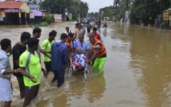 Εκτοξεύθηκε ο αριθμός των νεκρών από τις πλημμύρες στην Ινδία