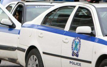 Άνδρας ταμπουρώθηκε σε τράπεζα στη Θεσσαλονίκη και απειλεί να αυτοπυρποληθεί