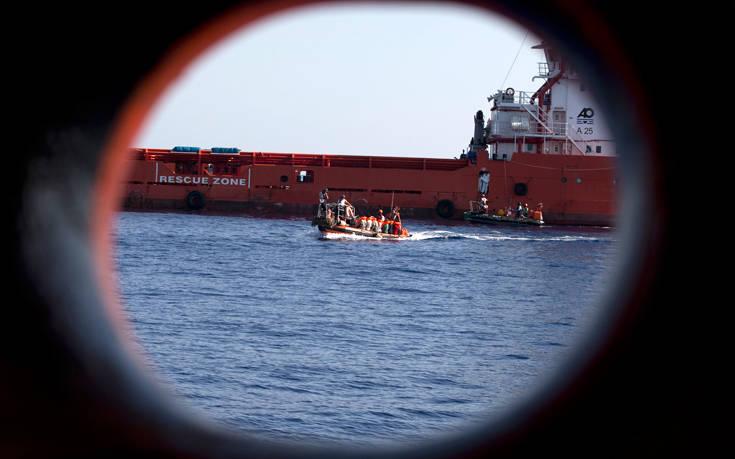 «Όχι» της Γαλλίας στο αίτημα να δέσει σκάφος με μετανάστες στη Μασσαλία