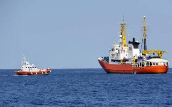 Στη Βαλέτα 58 μετανάστες και μία σκυλίτσα από το πλοίο Aquarius