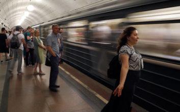 Σε μείωση των δημοσίων υπαλλήλων από το 2020 προχωρεί η Ρωσία