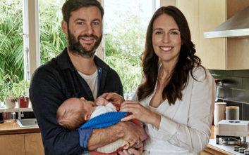 Η Τζασίντα 'Αρντερν στο πρώτο υπουργικό μετά τη γέννηση της κόρης της