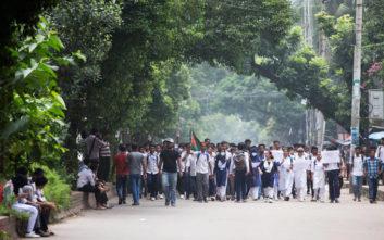Μπαγκλαντές: Τέσσερις νεκροί και 50 τραυματίες σε ταραχές με αφορμή ένα σχόλιο στο Facebook