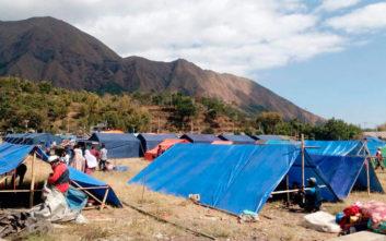 Επιχείρηση διάσωσης 900 εγκλωβισμένων τουριστών μετά το σεισμό στην Ινδονησία