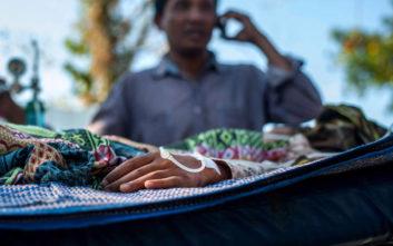 Τουλάχιστον 98 οι νεκροί από τον ισχυρό σεισμό στην Ινδονησία