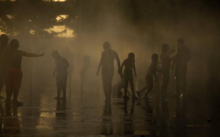 Συνεχίζει να σκορπά το θάνατο στην Ινδία ο καύσωνας