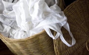 Έξυπνα κόλπα για να κάνετε τα άσπρα ρούχα… ξέξασπρα
