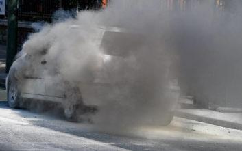 Αυτοκίνητο τυλίχτηκε στις φλόγες στην Κρήτη