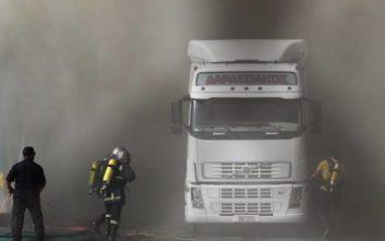 Καίει ακόμα η φωτιά στο εσωτερικό του πλοίου «Ελευθέριος Βενιζέλος»