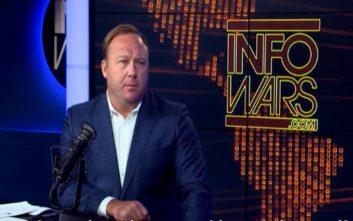 Facebook, YouTube, Spotify και Apple κήρυξαν τον πόλεμο στο Infowars