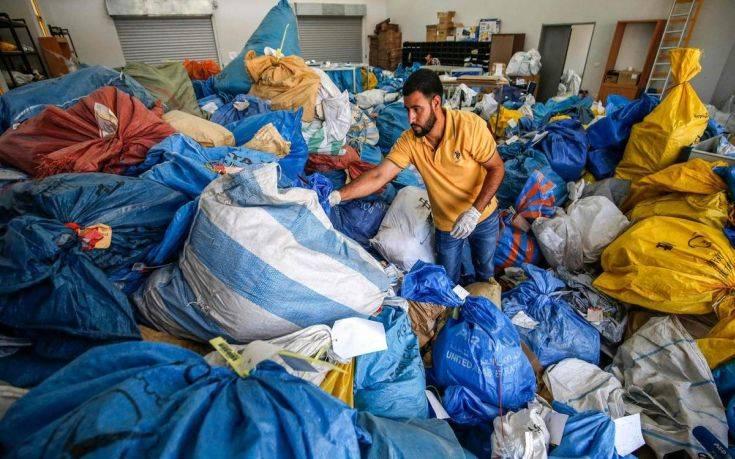 Ξαφνικά τα παλαιστινιακά ταχυδρομεία «πλημμύρισαν» από 10,5 τόνους αλληλογραφίας