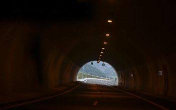Νταλίκα διέλυσε όλα τα φώτα σε σήραγγα στην Αθηνών - Λαμίας