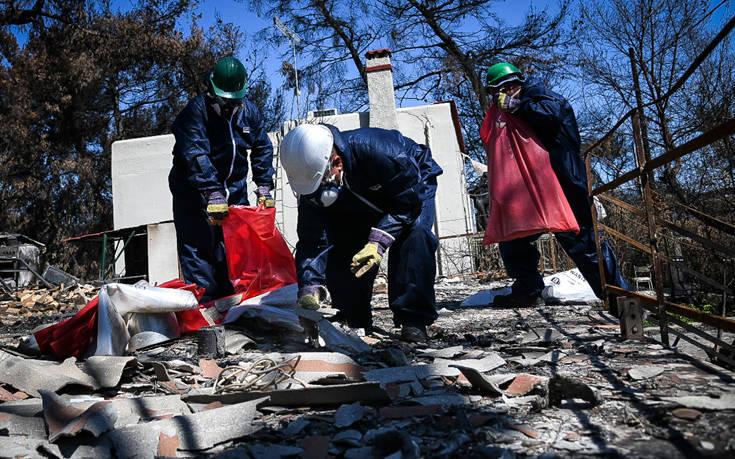 Κατεδαφίζονται τα πρώτα «κόκκινα» κτίρια στο Μάτι