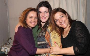 Βίκυ Σταυροπούλου και Μαρία Καβογιάννη ποζάρουν μαζί με τις κόρες τους