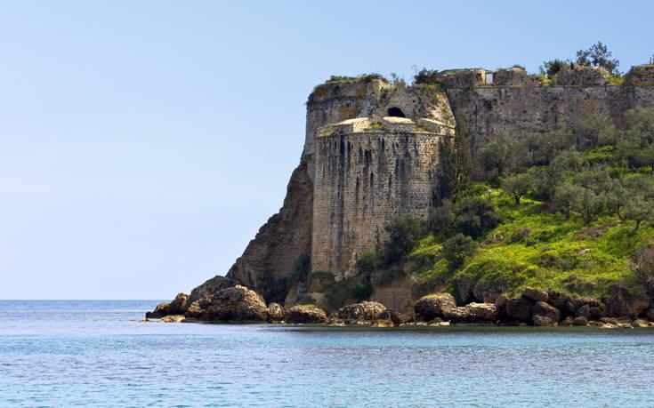 Το Κάστρο της Κορώνης: Δεν μπορείς να πάρεις τα μάτια σου από πάνω του