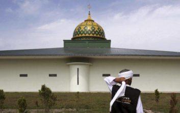 Διαμαρτυρήθηκε για τη φασαρία από το τέμενος και κατέληξε στη φυλακή