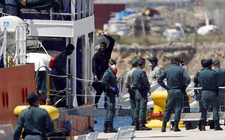 Πλοία-hotspots οραματίζονται οι υπουργοί Εσωτερικών Ιταλίας και Αυστρίας