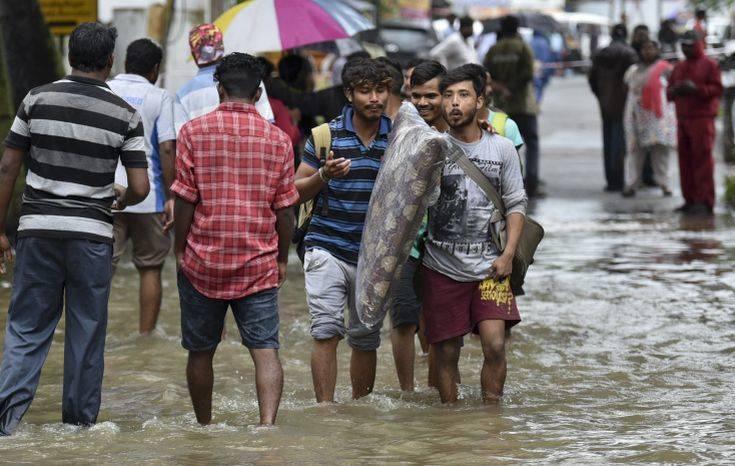 Δεκάδες οι νεκροί στην Ινδία από τις πλημμύρες