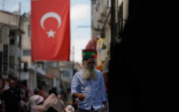 Δικαστήριο καταδίκασε δημοσιογράφο για κριτική στον Ερντογάν