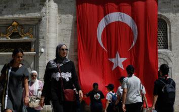 Η πρέσβειρα της Τουρκίας που ντύθηκε «Ωραία Ελένη»