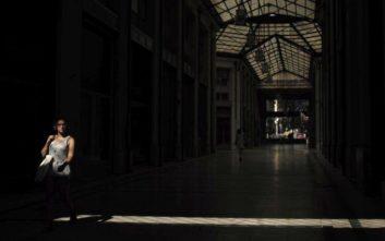 Telegraph: Η Ελλάδα είναι ακόμα «σημαδεμένη» από την απώλεια μιας γενιάς