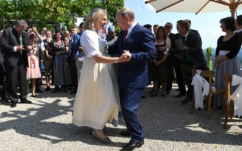 Έκλεψε την παράσταση ο χορός του Πούτιν με την Αυστριακή ΥΠΕΞ