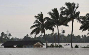 Ξεπέρασαν τους 400 οι νεκροί από τις πλημμύρες στην Ινδία