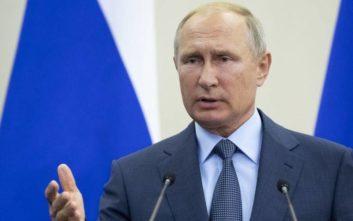 Πούτιν: Αντιπαραγωγικές και ανούσιες οι αμερικανικές κυρώσεις