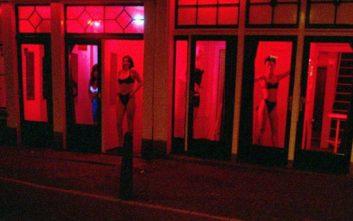 «Φρένο» στις ροές των τουριστών στην Κόκκινη Συνοικία βάζει το Άμστερνταμ