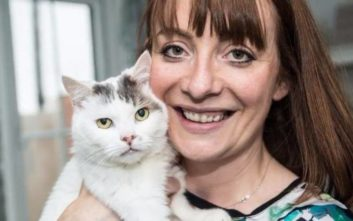 O «Βρετανός γάτος της χρονιάς» που έσωσε τη ζωή της ιδιοκτήτριάς του