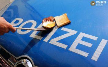 Οι αστυνομικοί της Γερμανίας ψήνουν αβγά με μπέικον στα περιπολικά