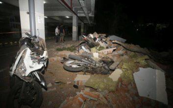 Τουλάχιστον 19 νεκροί και δεκάδες τραυματίες από τον σεισμό στην Ινδονησία