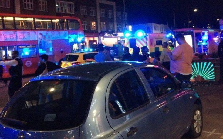 Αιματηρό περιστατικό έξω από σταθμό του υπόγειου σιδηρόδρομου στο Λονδίνο