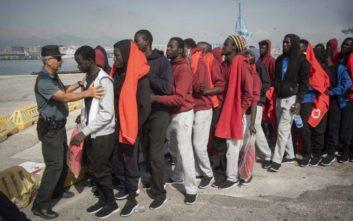 Οι ισπανικές αρχές διέσωσαν περίπου 400 μετανάστες το σαββατοκύριακο